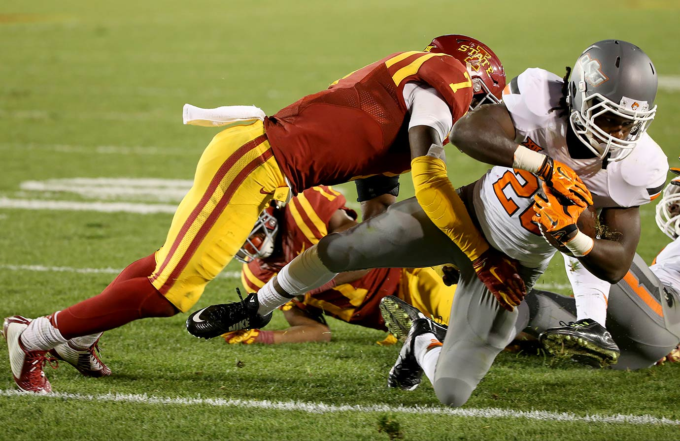 Four years after Iowa State ruined Oklahoma State's dream season, the Cowboys nearly saw history repeat itself, trailing the lowly Cyclones by 10 entering the fourth quarter. The Cowboys were able to rally back—aided on their game-winning drive by their own false start, which wiped out a critical third-down incompletion—and avoid the upset, keeping their playoff hopes alive.