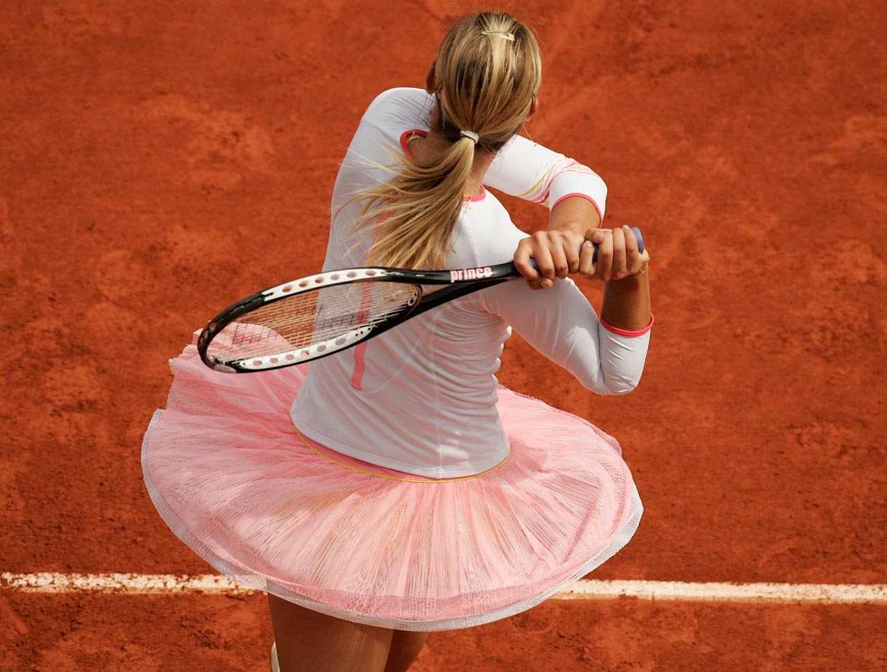 After missing almost the entire clay court season due to injury, Sharapova returned in time for the 2006 French Open. Despite struggling to get through the first round, Sharapova recovered to advance to the fourth round before losing to Dinara Safina 7-5, 2-6, 7-5.