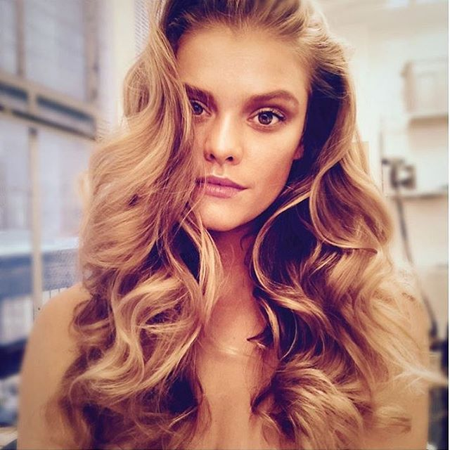 Golden locks on set today with @ruvenafanador @felixfischerhair @paishau @joannegair @edwardbess @isabeldupre @frankelfresh @nailferri