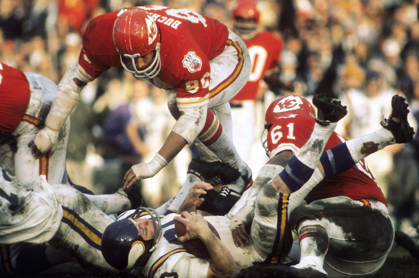 The Kansas Chiefs defense recovered two fumbles, made three interceptions and held the Minnesota Vikings to 67 yards rushing (172 passing), thanks in part to Buck Buchanan (86) and Curley Culp (61).
