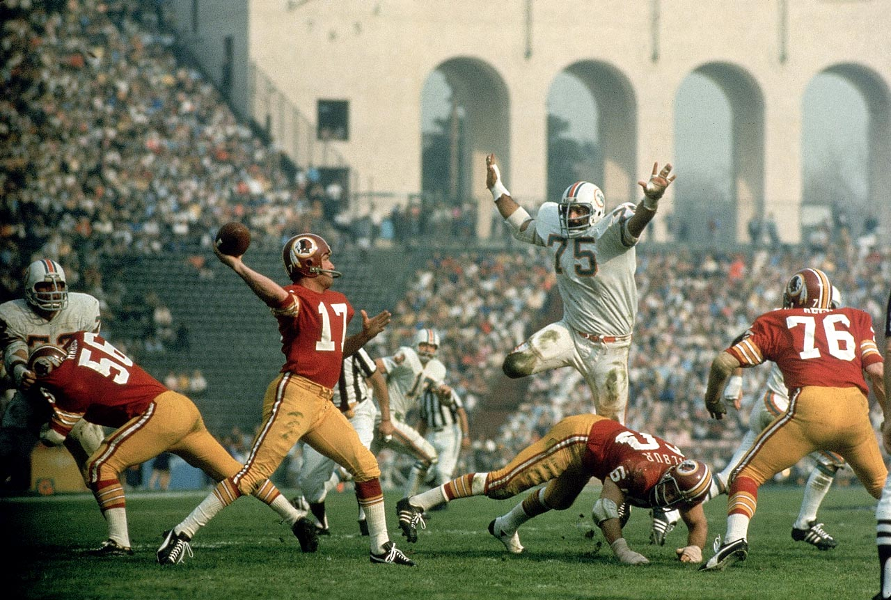 The Dolphins' Manny Fernandez (75) pursues Redskins quarterback Billy Kilmer in Super Bowl VII.