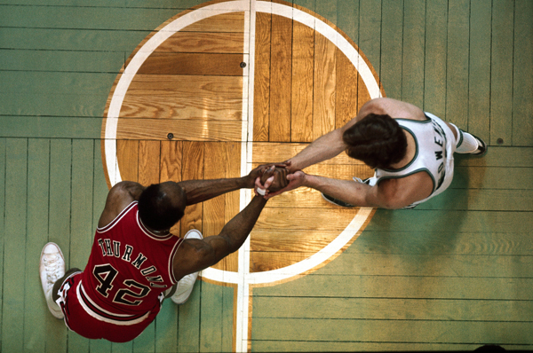 Nate Thurmond and Dave Cowens :: Neil Leifer/SI