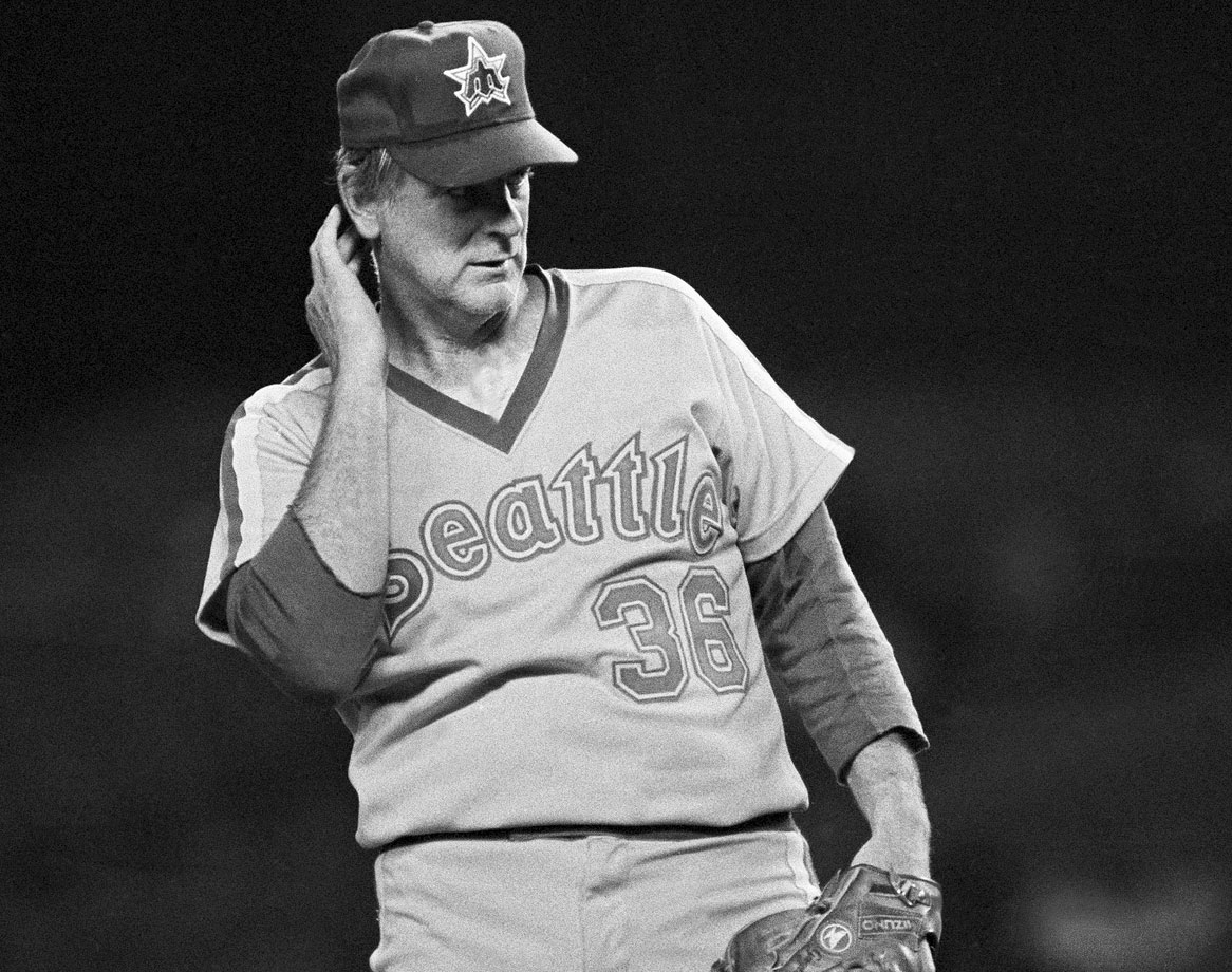 Even toward the end of his career, Gaylord Perry still slipped in his notorious spitball here and there. As a member of the Mariners, the Hall of Famer was ejected for allegedly throwing the pitch against the Boston Red Sox, his first career ejection that was followed by a 10-day suspension.