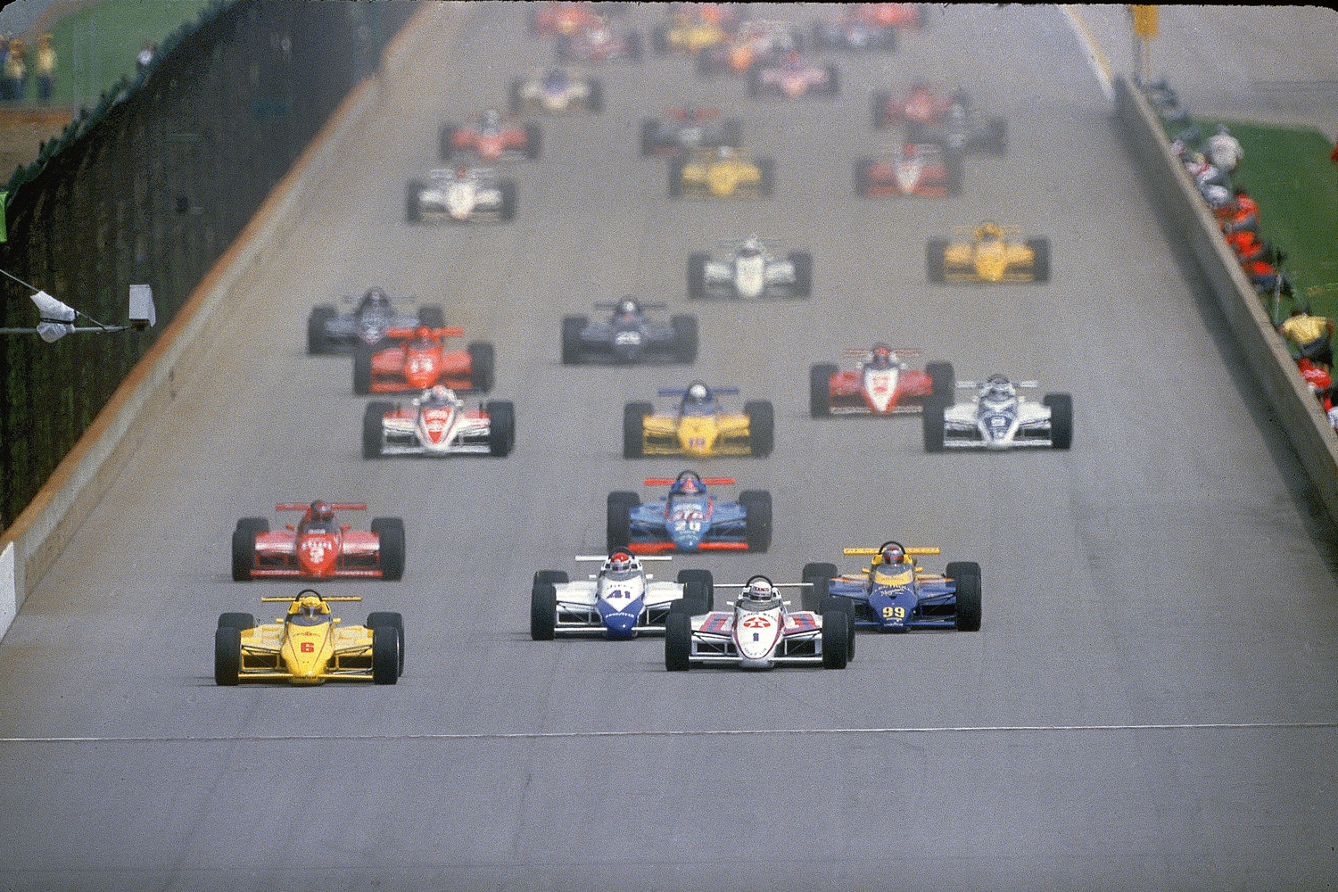 Starting from the third position, Mears (6) led the field fro 119 of the 200 laps, his only Indy victory that did not start from the pole. He won a record six poles at Indy.
