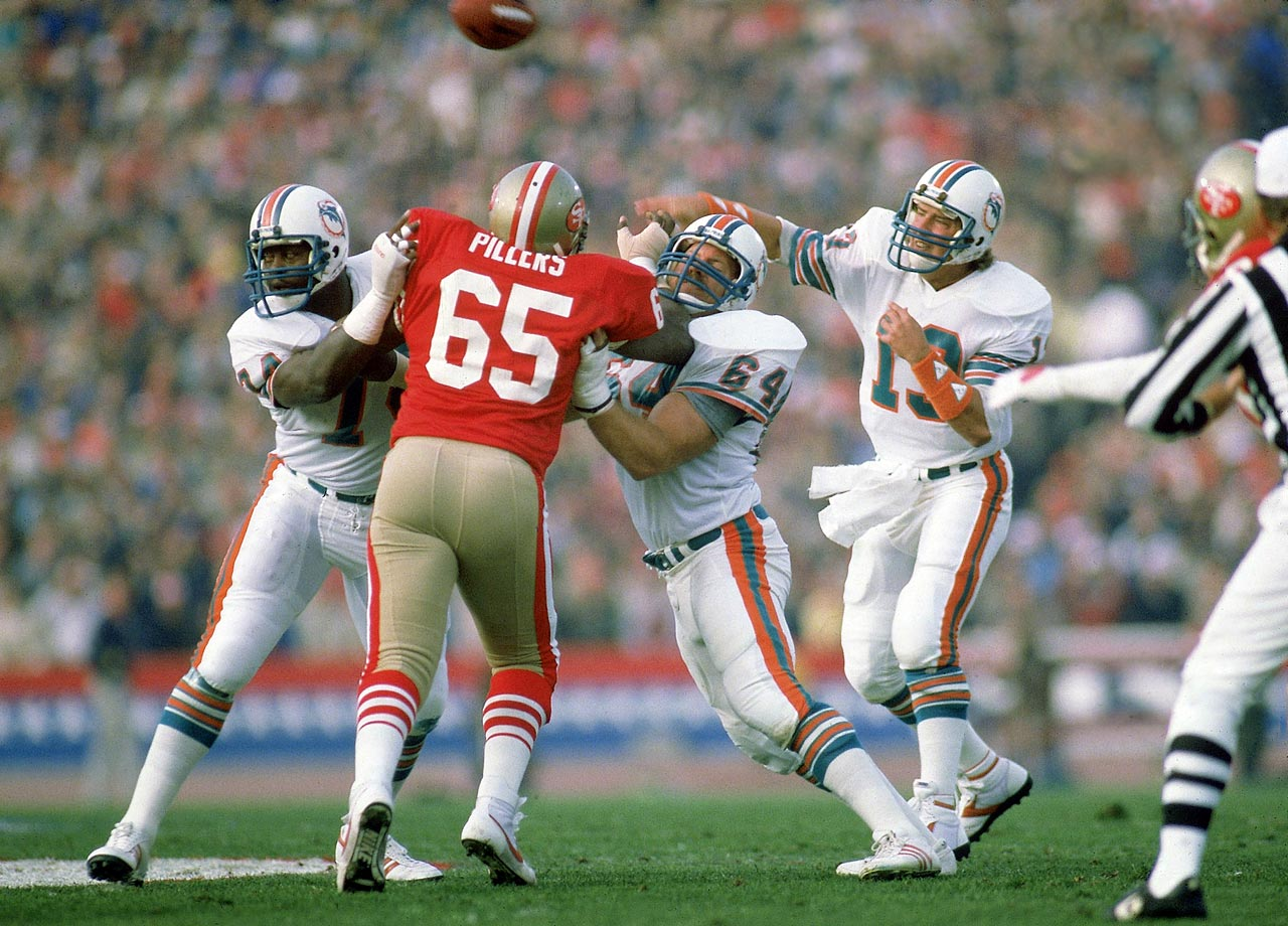 Dan Marino throws a pass during Super Bowl XIX between the Miami Dolphins and San Francisco 49ers at Stanford Stadium in Stanford, Calif. on Jan. 20, 1985.  The 49ers won the game, 38-16.