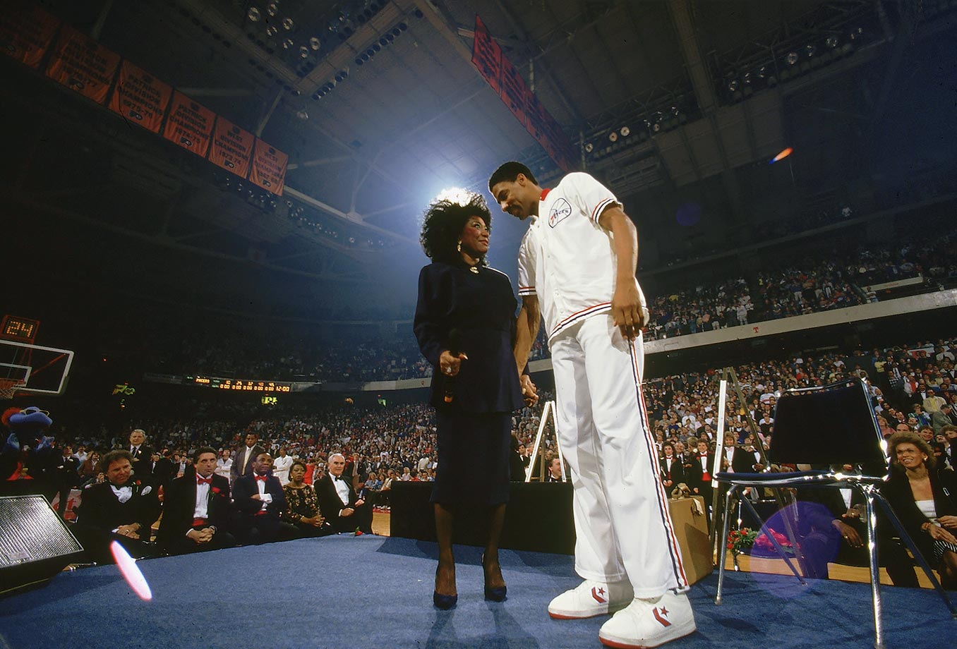 Patti LaBelle was one of the performers at Dr. J's farewell ceremony at The Spectrum in 1987.