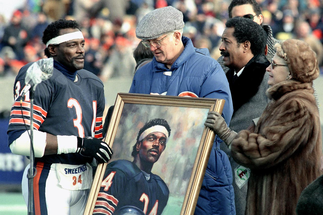 Team owners Ed and Virginia McCaskey, along with Chicago Mayor Eugene Sawyer (second from right), present Payton with a portrait before his final home game on Dec. 20, 1987. Payton's number is one of 14 the Bears have now retired.