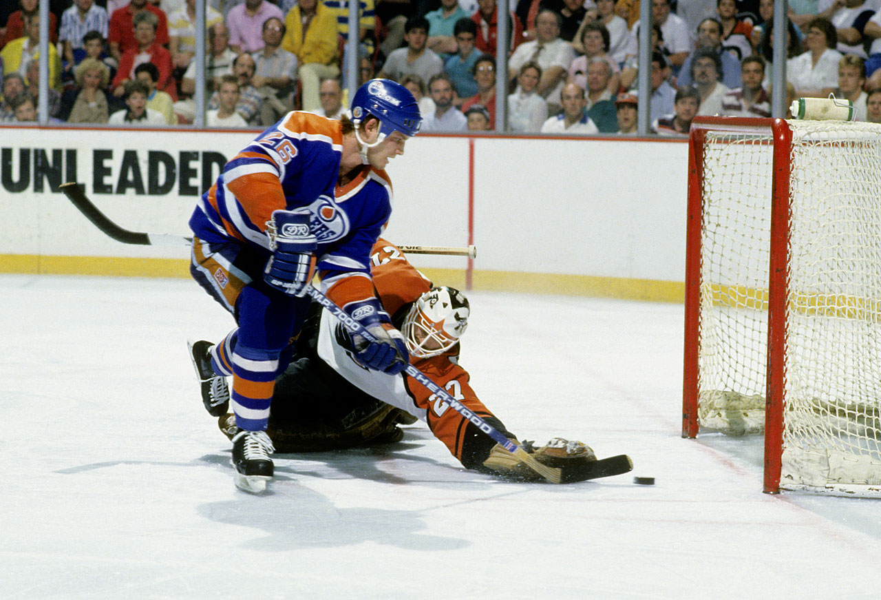 After a one-year absence, the Oilers returned to Cup final and battled the Flyers. Forward Mike Krushelnyski helped push Philadelphia to the brink of elimination by scoring on goalie Ron Hextall in Edmonton's 4-1 win in Game 4. The Flyers recovered to extend the series to seven games.