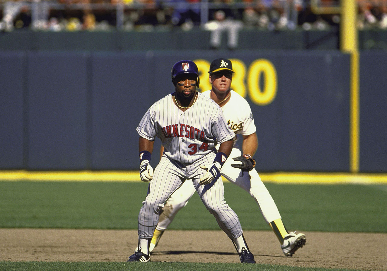 Kirby Puckett looks ready to run as Oakland A's first baseman Mark McGwire stands ready.