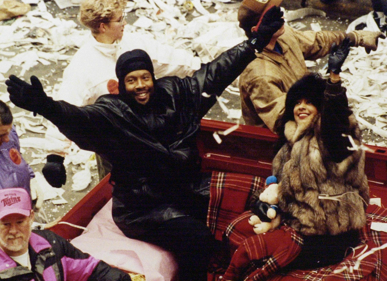 Kirby Puckett waves to the crowd during the victory parade in St. Paul, Minn., after the Twins won the World Series.