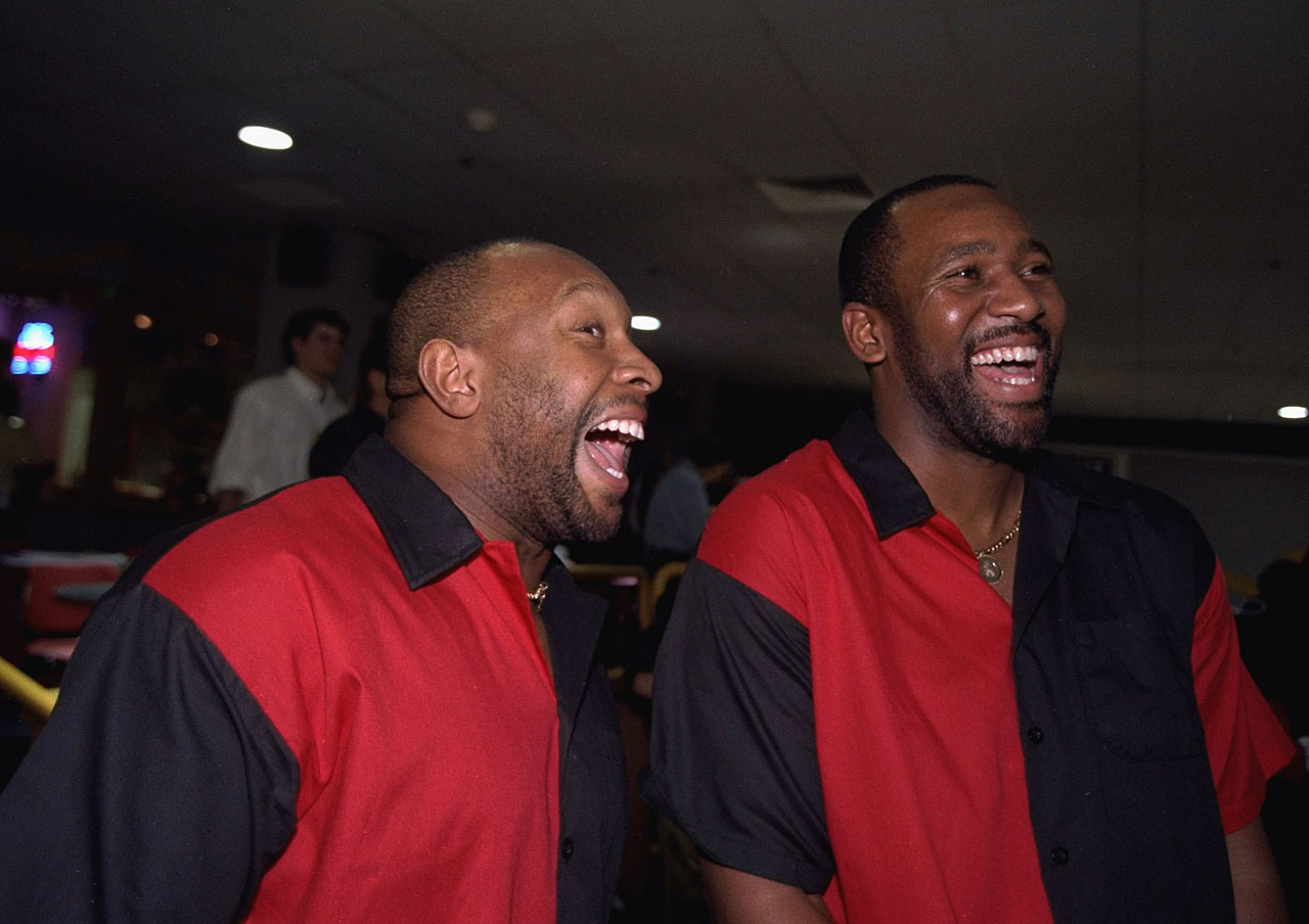 Kirby Puckett and Joe Carter share a laugh during a benefit bowling tournament in New York City.