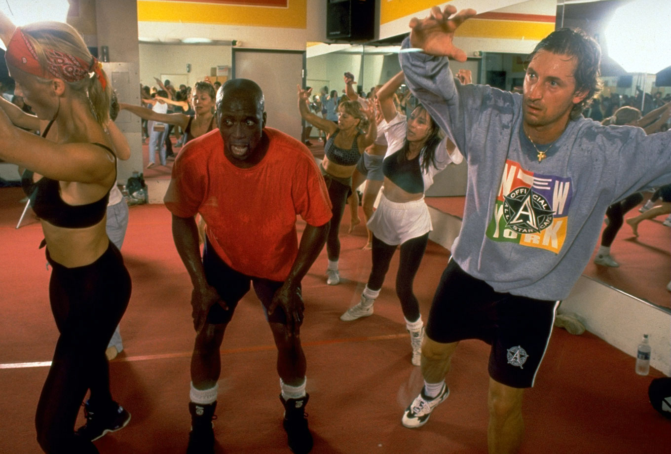 Wayne Gretzky breaks quite the sweat in an aerobics class taught by Billy Blanks in 1995.
