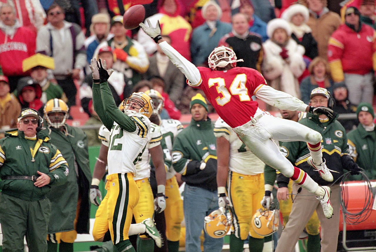 Chiefs cornerback Dale Carter was stretched to the limit when he broke up this pass to Packers wideout Don Beebe.