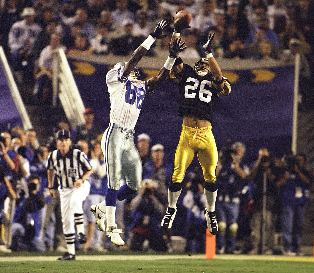 Rod Woodson (26) and Michael Irvin vie for the ball in the third Super Bowl meeting between Pittsburgh and Dallas. The loss was the Steelers first in a Super Bowl.