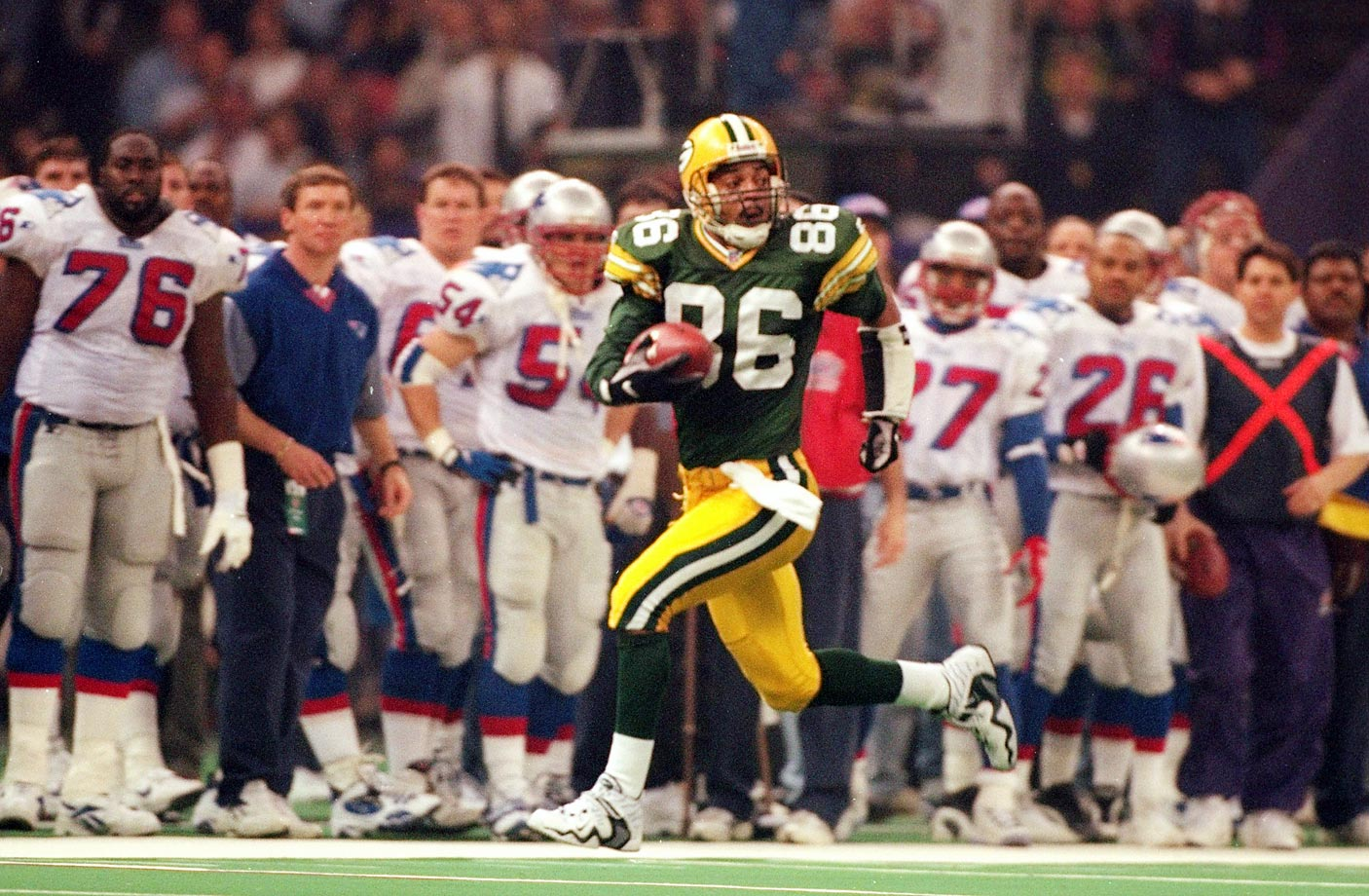 Antonio Freeman scored on a then-record 81-yard touchdown pass as Brett Favre helped the Packers win their first Super Bowl since SB II.
