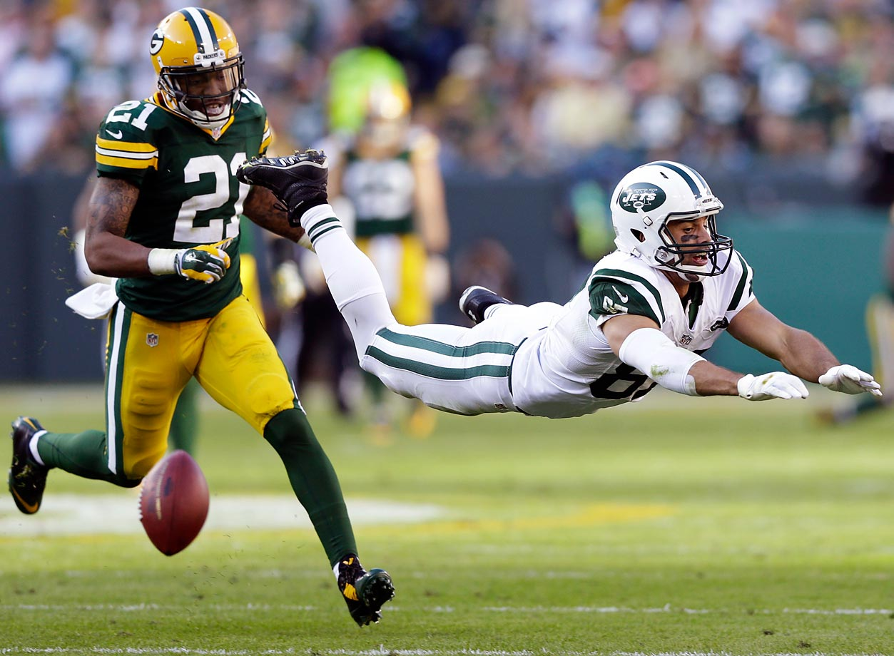 New York Jets' Eric Decker misses a pass in front of Green Bay Packers' Ha Ha Clinton-Dix.
