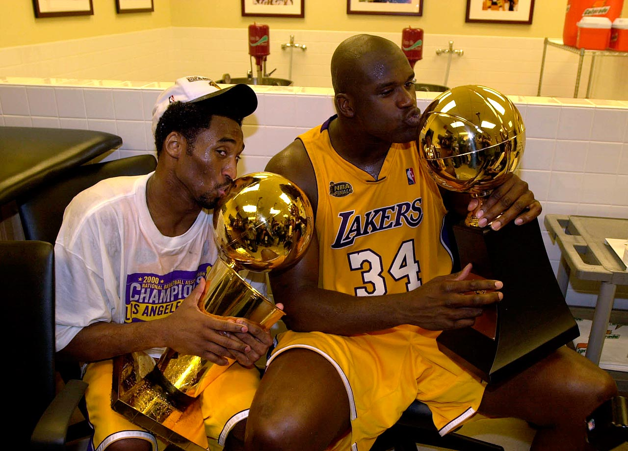 Kobe and Shaq pose with their respective make-out trophies after winning the 2000 NBA Finals.