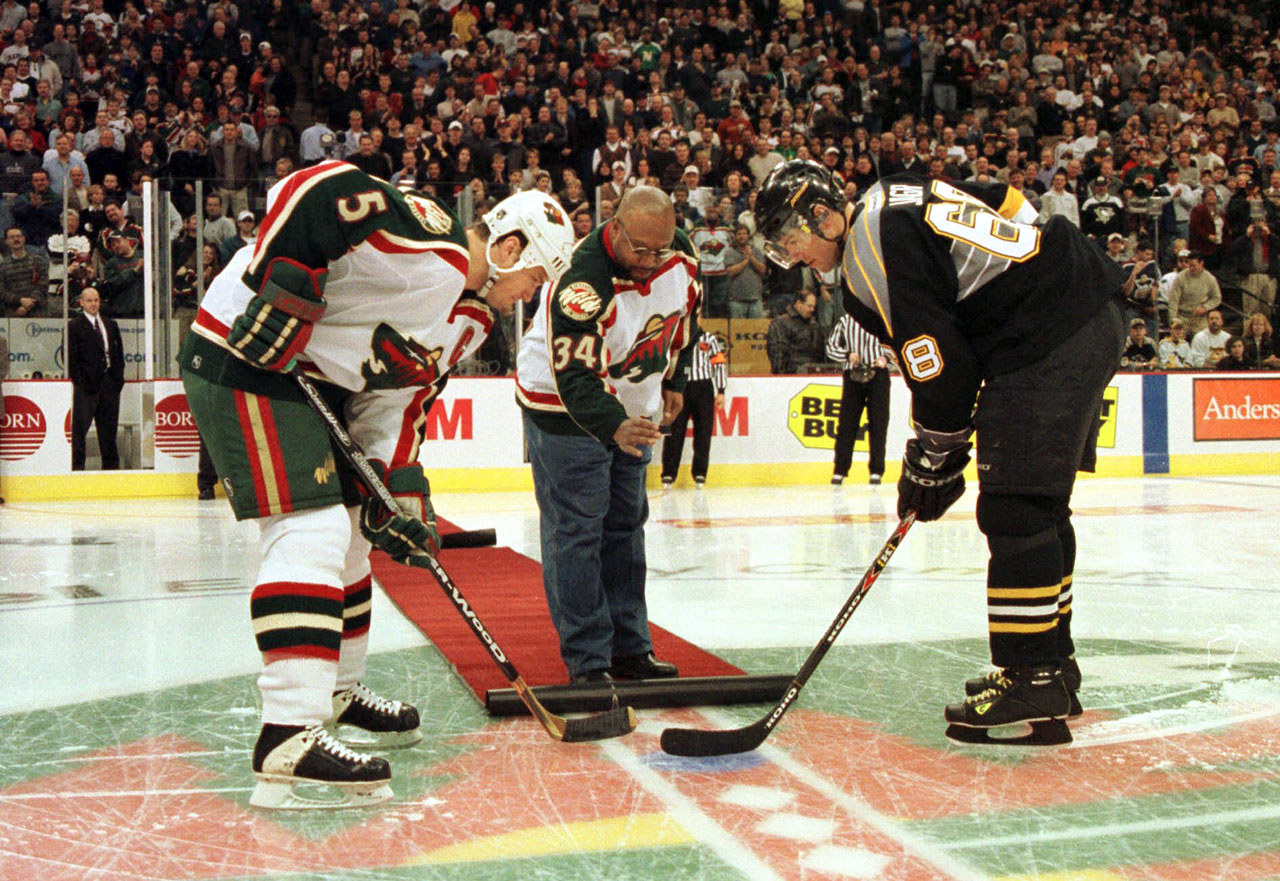 Kirby Puckett drops the ceremonial puck between Minnesota Wild defenseman Brad Bombadir and Pittsburgh Penguins right wing Jaromir Jagr prior to their game in St. Paul, Minn.