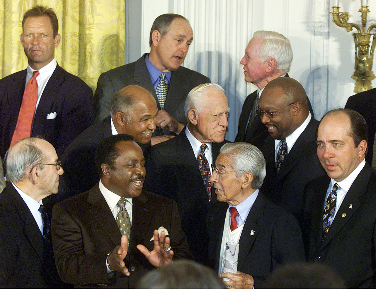 Baseball legends George Brett, Nolan Ryan, Yogi Berra, Billy Williams, Joe Morgan, Sparky Anderson, Phil Rizzuto, Kirby Puckett and Johnny Bench chat it up during an event welcoming members of the Baseball Hall of Fame to the White House.