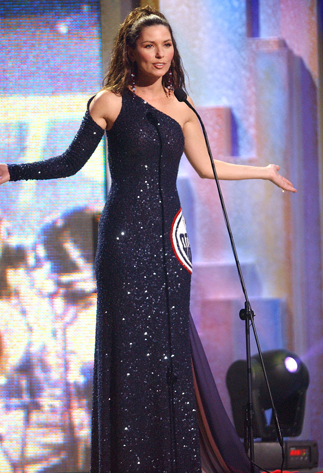 Shania Twain wears an Edmonton Oilers-themed dress while hosting the Juno Awards on April 6, 2003 in Ottawa.
