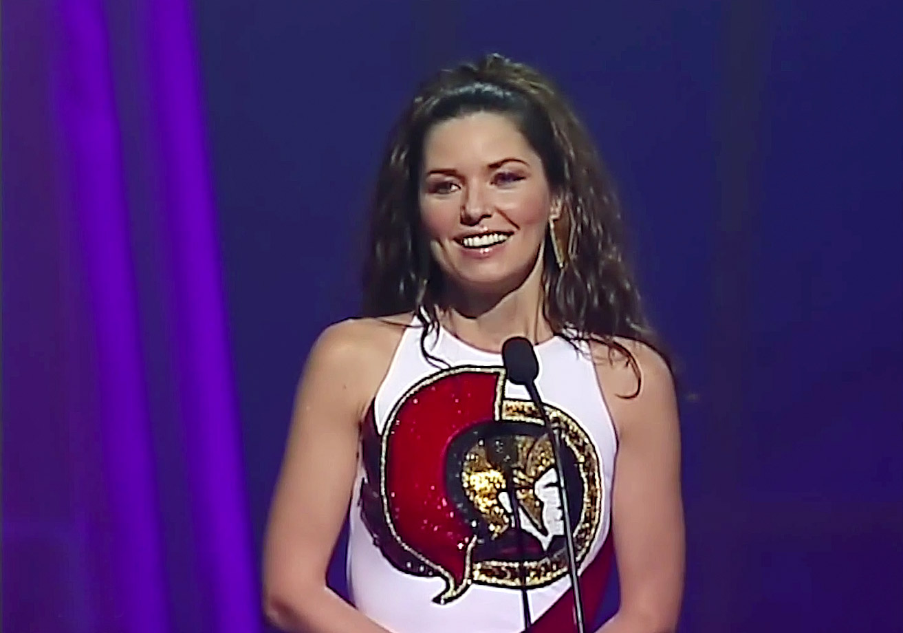 Shania Twain wears an Ottawa Senators-themed dress while hosting the Juno Awards on April 6, 2003 in Ottawa.