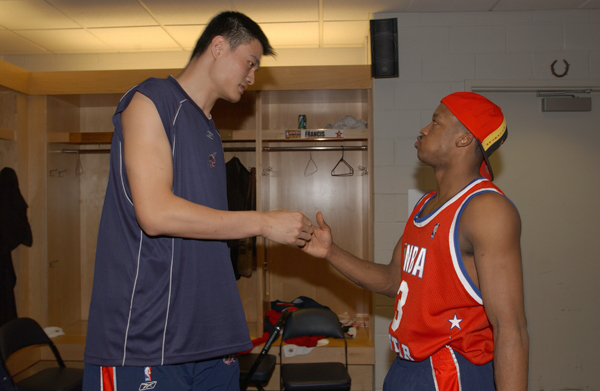 Yao Ming and Steve Francis :: Getty Images