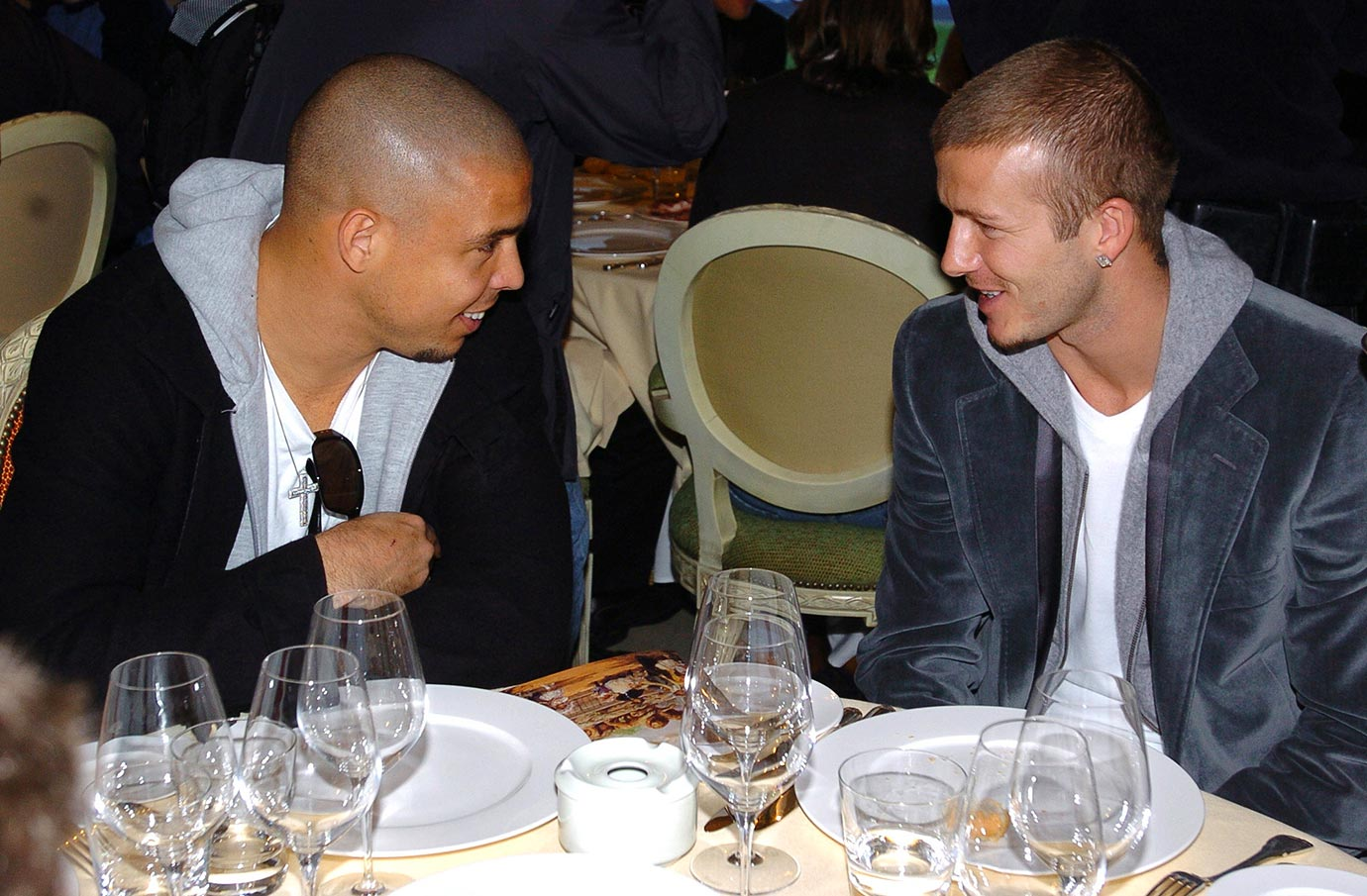 Real Madrid's Ronaldo and David Beckham chat during a lunch in 2004.