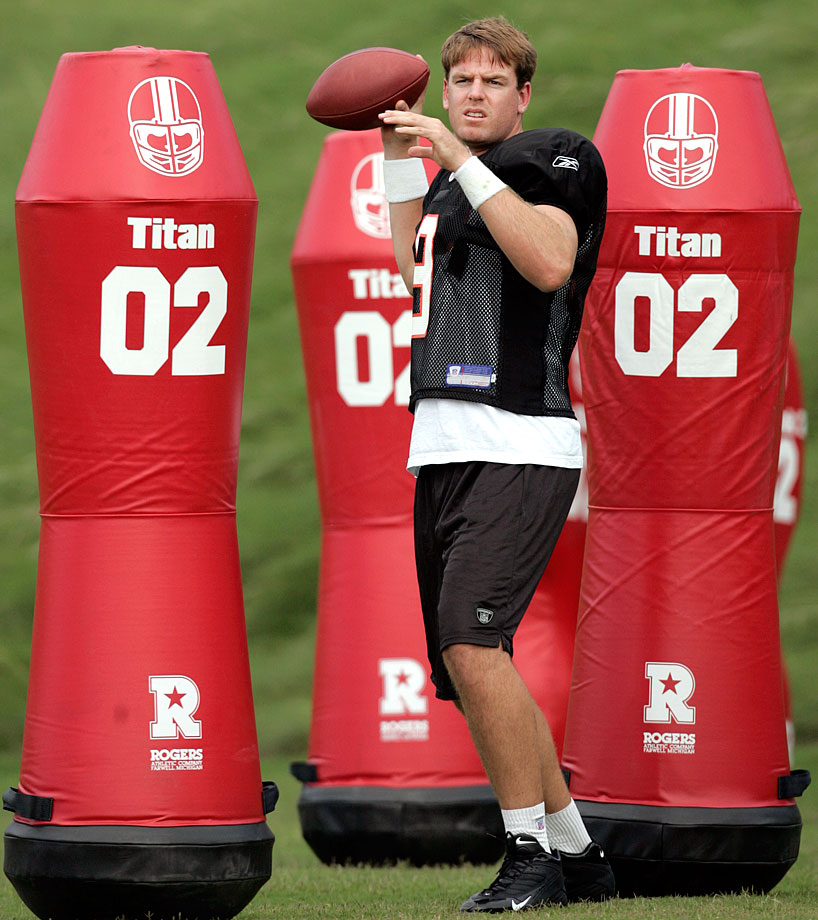 Bengals quarterback Carson Palmer looks to throw during training camp at Aliso Viejo, Calif.