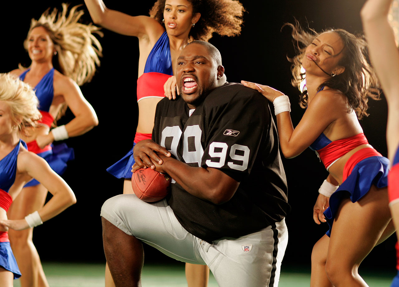 Warren Sapp films a commercial for the NFL on June 29, 2006 in Los Angeles.
