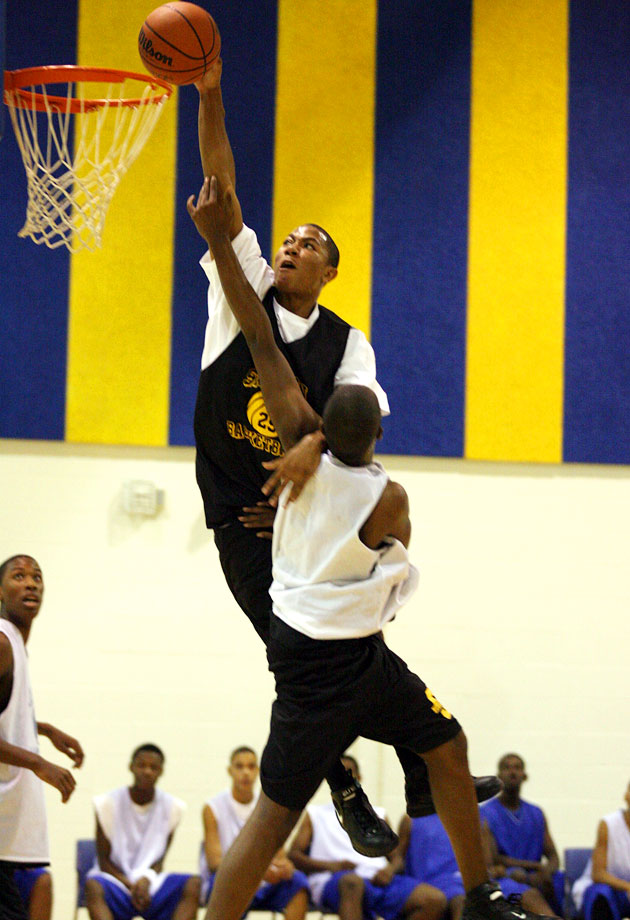 Derrick Rose also became known for his impressive dunks at Simeon and with the Meanstreets Express.