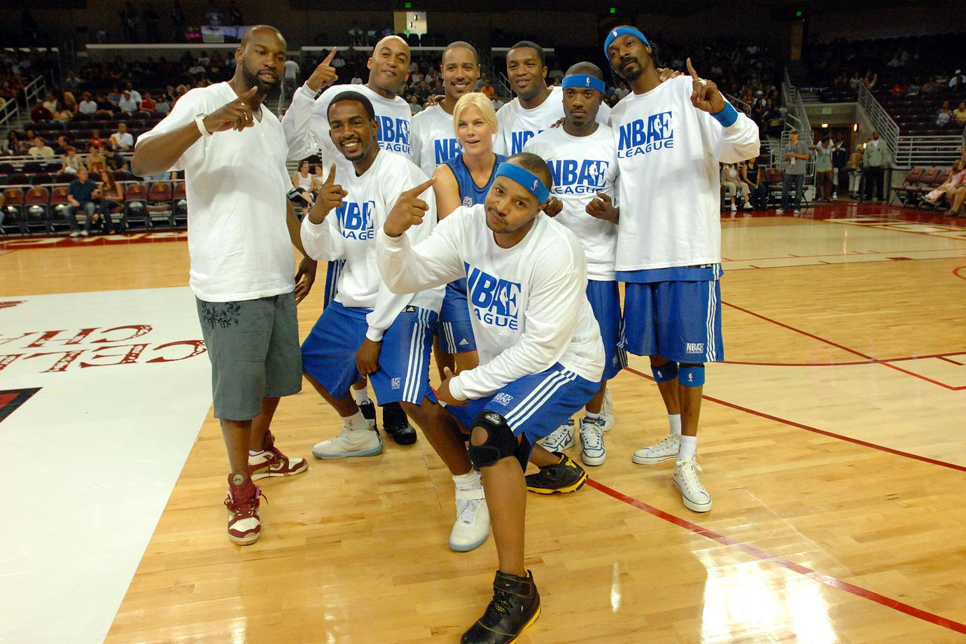 Baron Davis, Bill Bellamy, James Lesure, Alison Sweeney, Donald Faison, Roger Cross, Ray J and Snoop Dogg pose for a picture before they play in the LA Stars Celebrity All-Star Game on Aug. 5, 2007 at the USC Galen Center in Los Angeles.