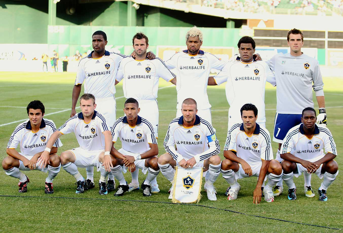 By mid-2008, as the team struggled, rumors began to surface about growing distance between Beckham and his teammates. More, questions arose about Beckham's effectiveness as team captain. The Galaxy failed to qualify for the playoffs that season.