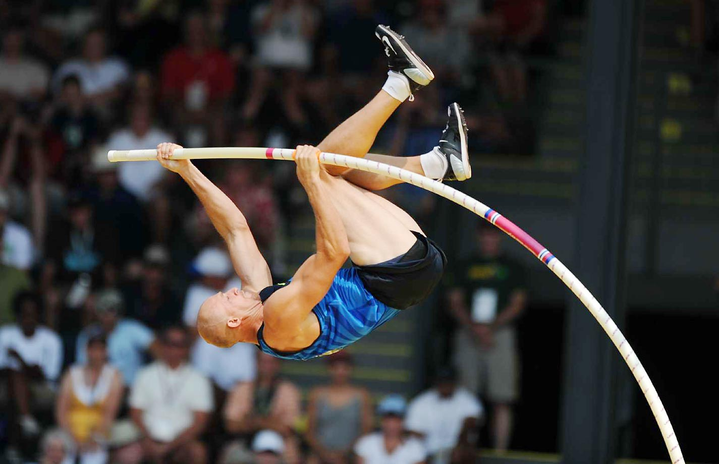 Tom Pappas during the pole vault at the 2008 U.S. Team Trials.