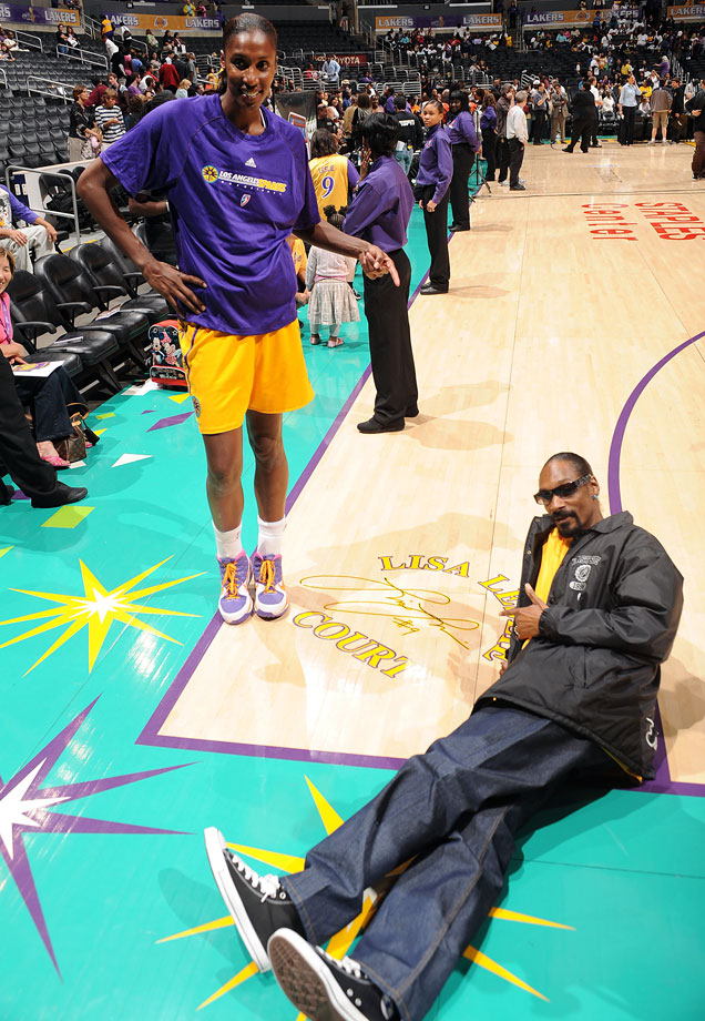 Snoop Dogg poses on the court with Lisa Leslie following the the Los Angeles Sparks victory over the Detroit Shock on June 6, 2009 at Staples Center in Los Angeles.