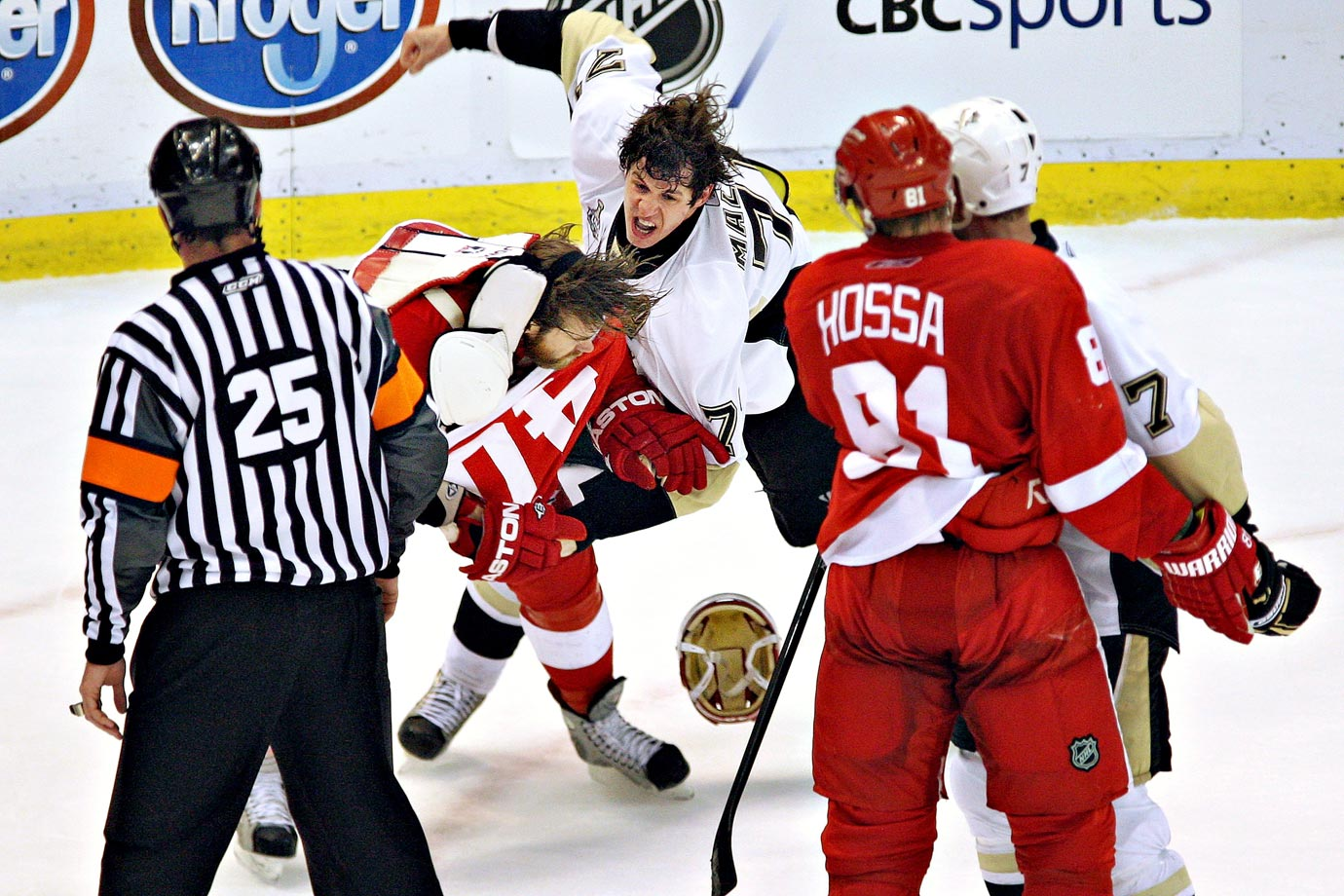 Penguins center Evgeni Malkin, who is not known for dropping his gloves, threw down with Detroit's equally pacifist center Henrik Zetterberg in the waning seconds of Game 2, a 3-1 win for the Red Wings. Malkin earned a 10-minute misconduct.