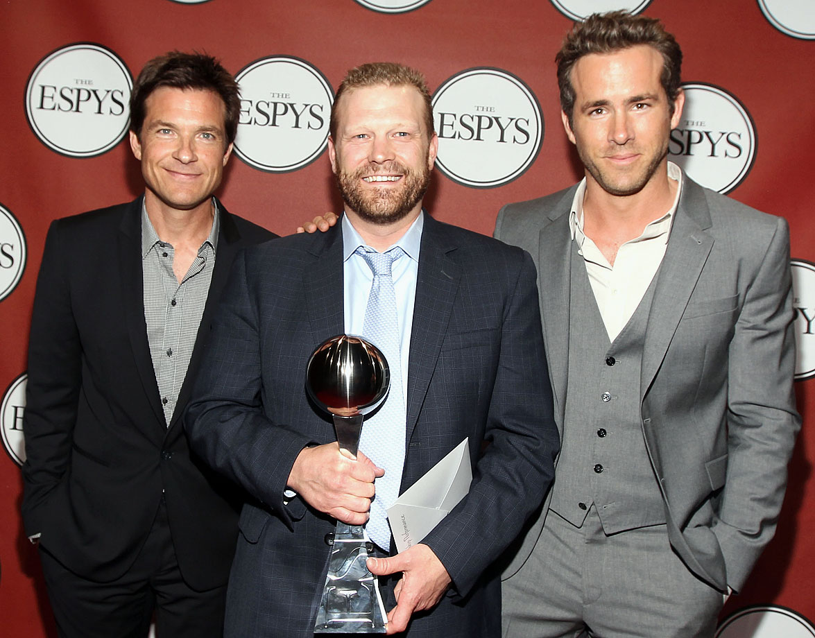 Jason Bateman, ESPY winner for Best Championship Performance Tim Thomas, and Ryan Reynolds pose backstage at the 2011 ESPY Awards at Nokia Theatre L.A. Live on July 13, 2011 in Los Angeles.