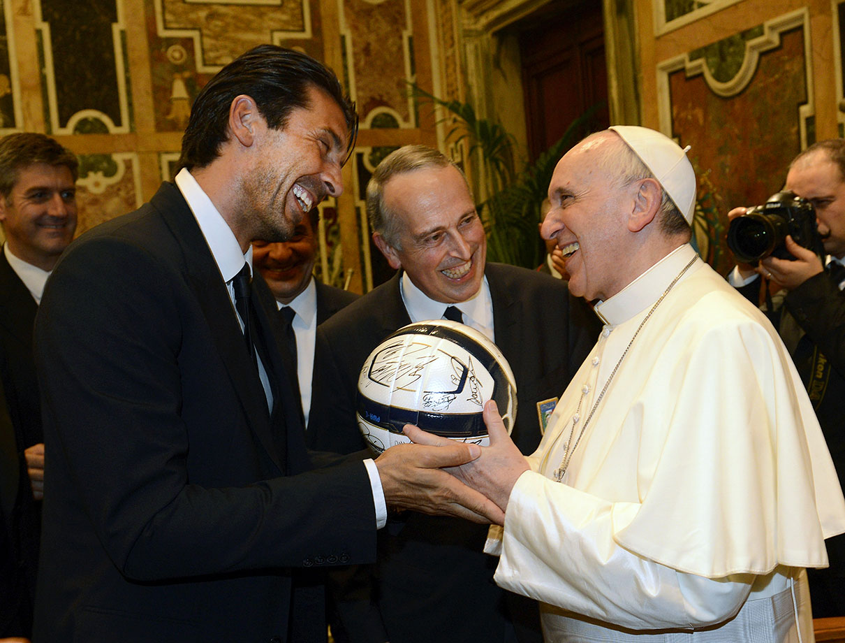 Pope Francis exchanges gifts with Gianluigi Buffon of Italy's national team during an audience at The Vatican on August 13, 2013 in Vatican City.