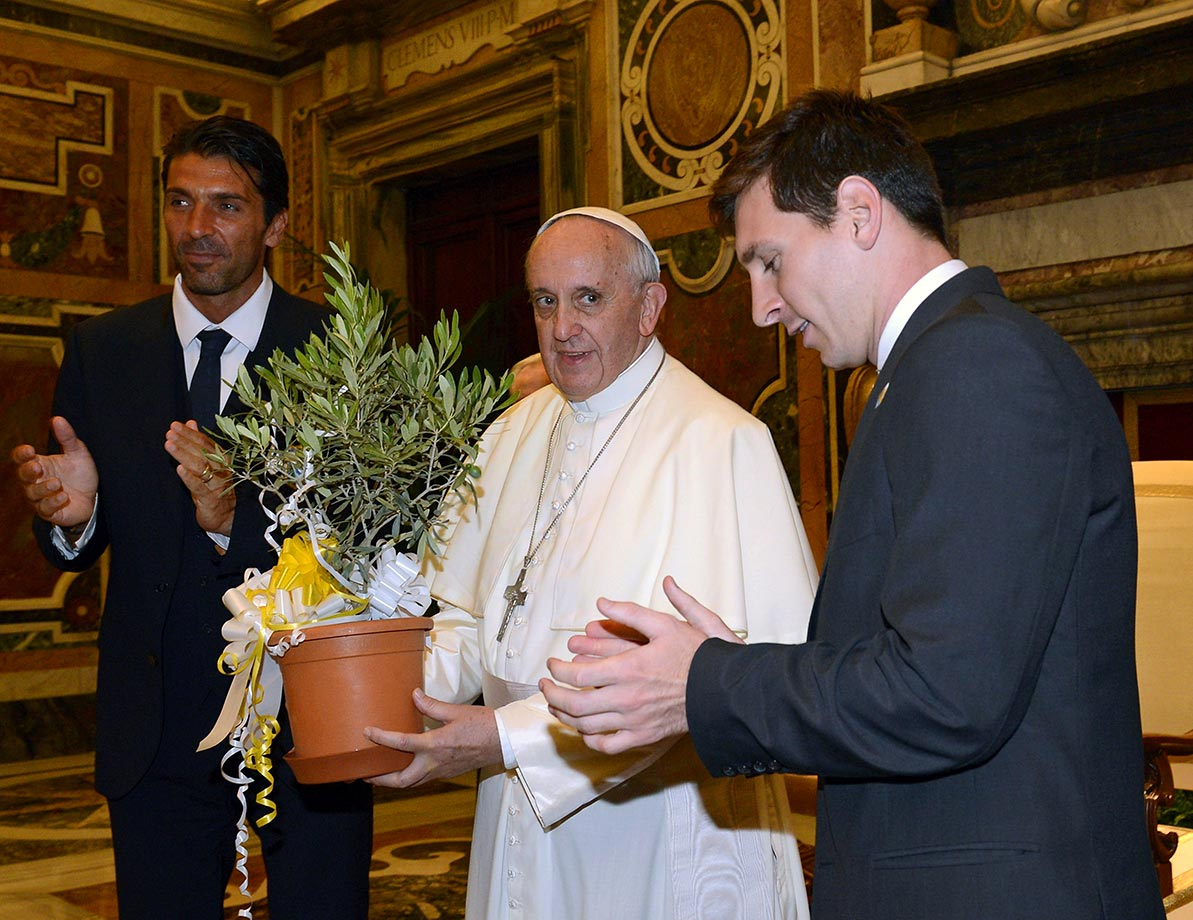 Pope Francis exchanges gifts with Lionel Messi and Gianluigi Buffon of Italy's national team during an audience at The Vatican on August 13, 2013 in Vatican City.