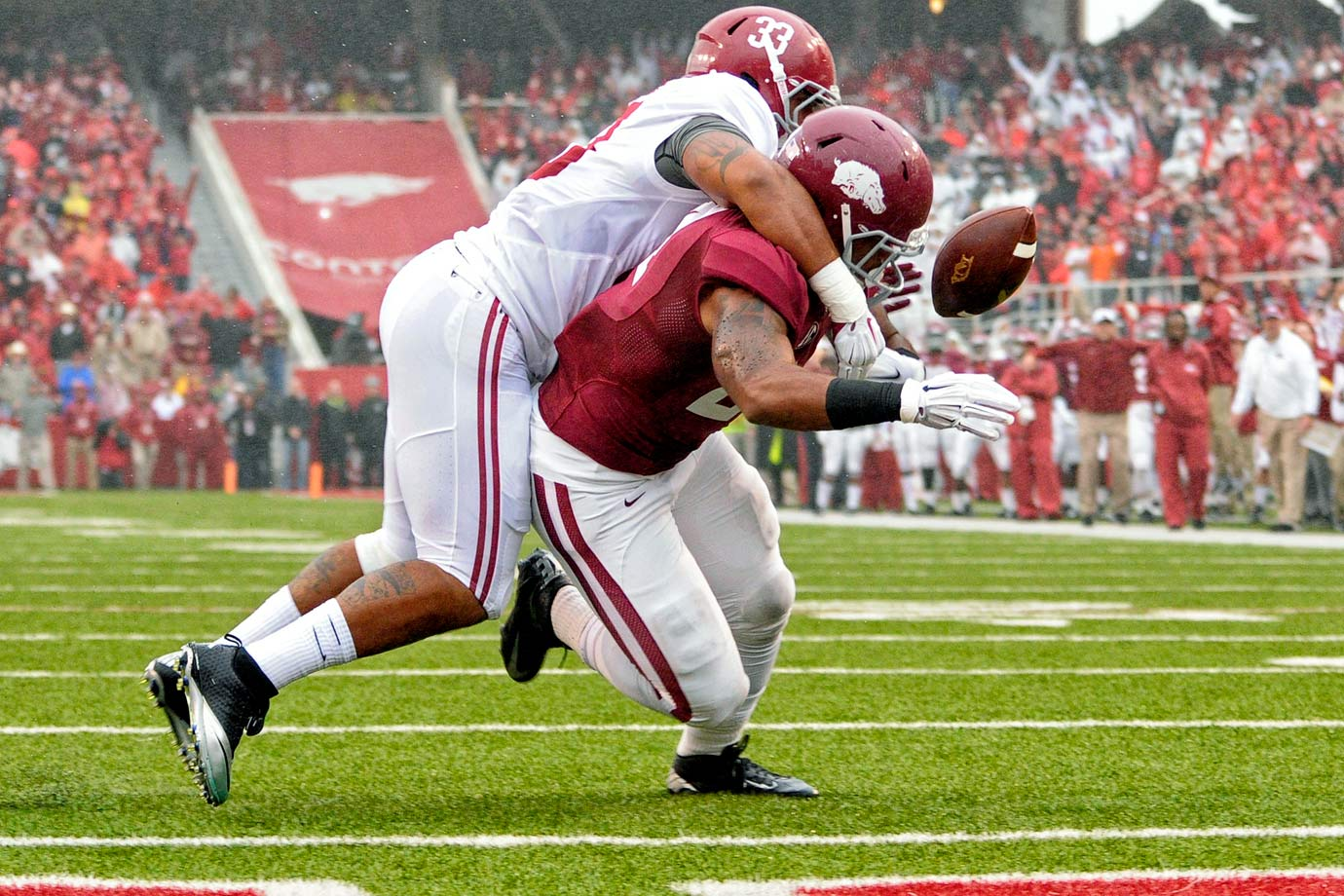 It wasn't pretty, but Bama held off Arkansas to avoid consecutive losses. Trey DePriest forced a key fumble in the first quarter, and Landon Collins made a crucial interception in the fourth.