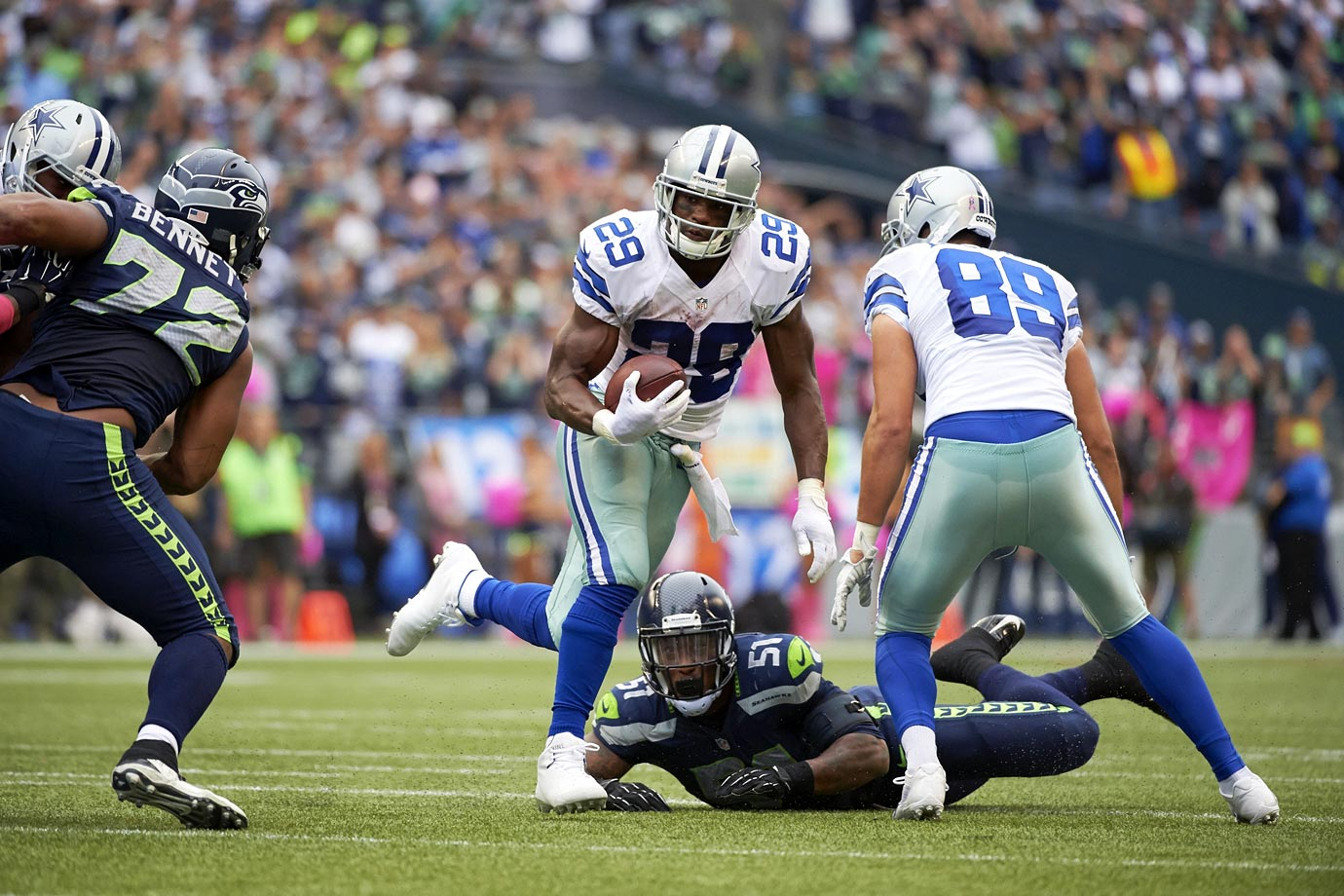 In their only home loss of the season, the Seahawks couldn't contain DeMarco Murray, who rushed for 155 yards on 28 carries. Russell Wilson was stifled by the Dallas defense, completing only 50 percent of his passes for 126 yards in the 30-23 loss.