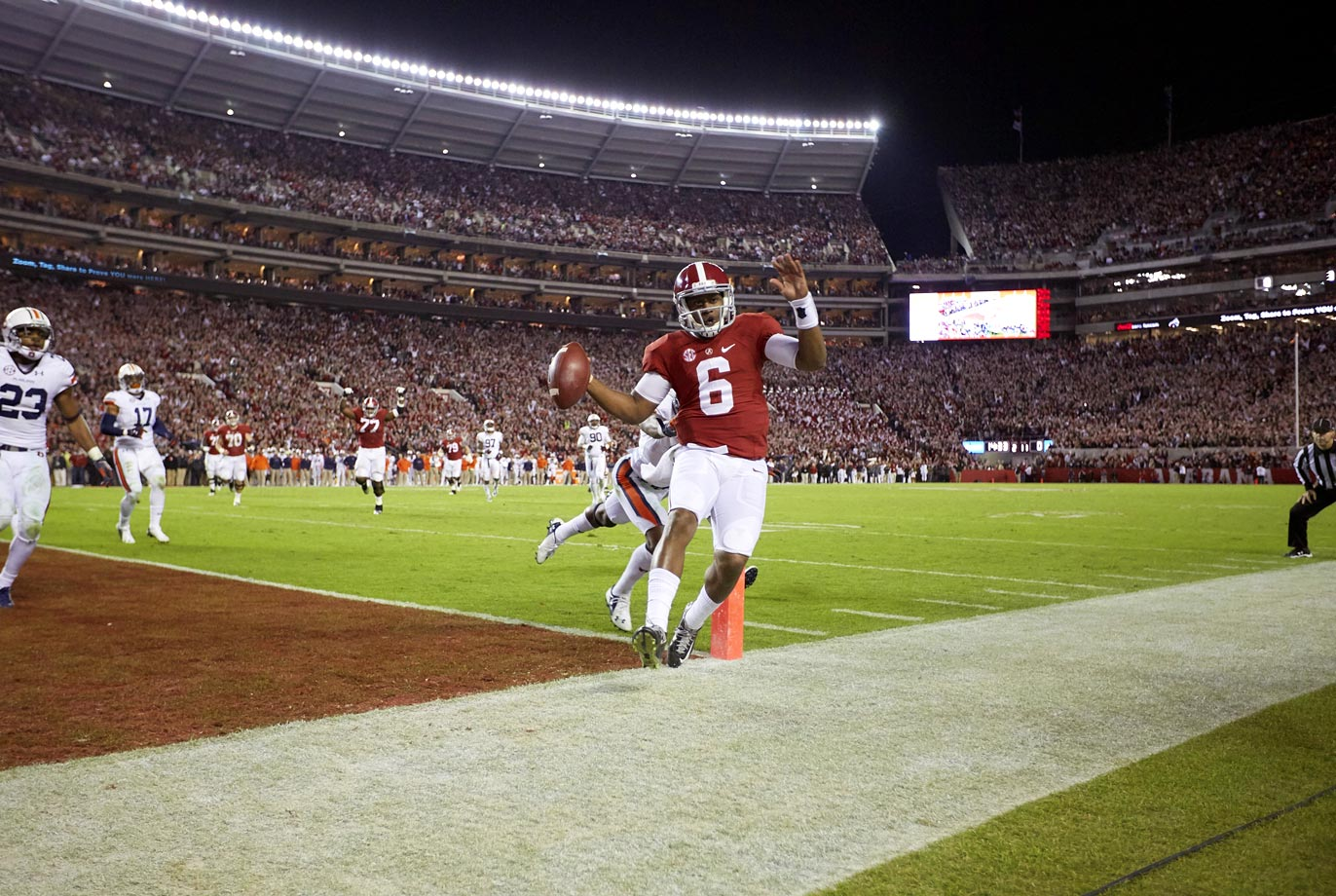 Auburn seemed in position to upset the Tide after taking a 33-21 lead early in the third quarter. But Bama hung 34 second-half points to keep its College Football Playoff hopes alive. Sims was the star: He went 20-of-27 for 312 yards with four touchdowns and three interceptions, and rushed for 23 yards with a score.