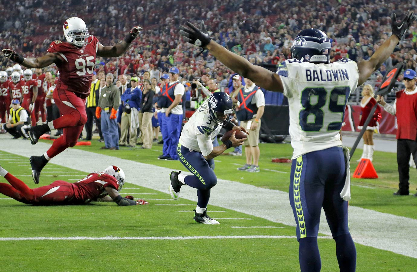 The Seahawks obliterated the Arizona Cardinals in Week 16, as Wilson and Lynch combined for five touchdowns and Lynch ran for 113 yards on only 10 carries. Arizona threw the ball 44 times but couldn't get into the endzone.