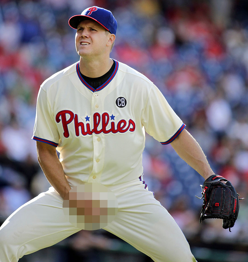 In one of the year's more charming gestures, the Phillies closer grabbed his crotch in response to a chorus of boos from Philly faithful after he blew a three-run lead and a save in a September game at Citizens Bank Park. MLB was not amused and Papelbon was handed a seven-game suspension and an undisclosed fine.