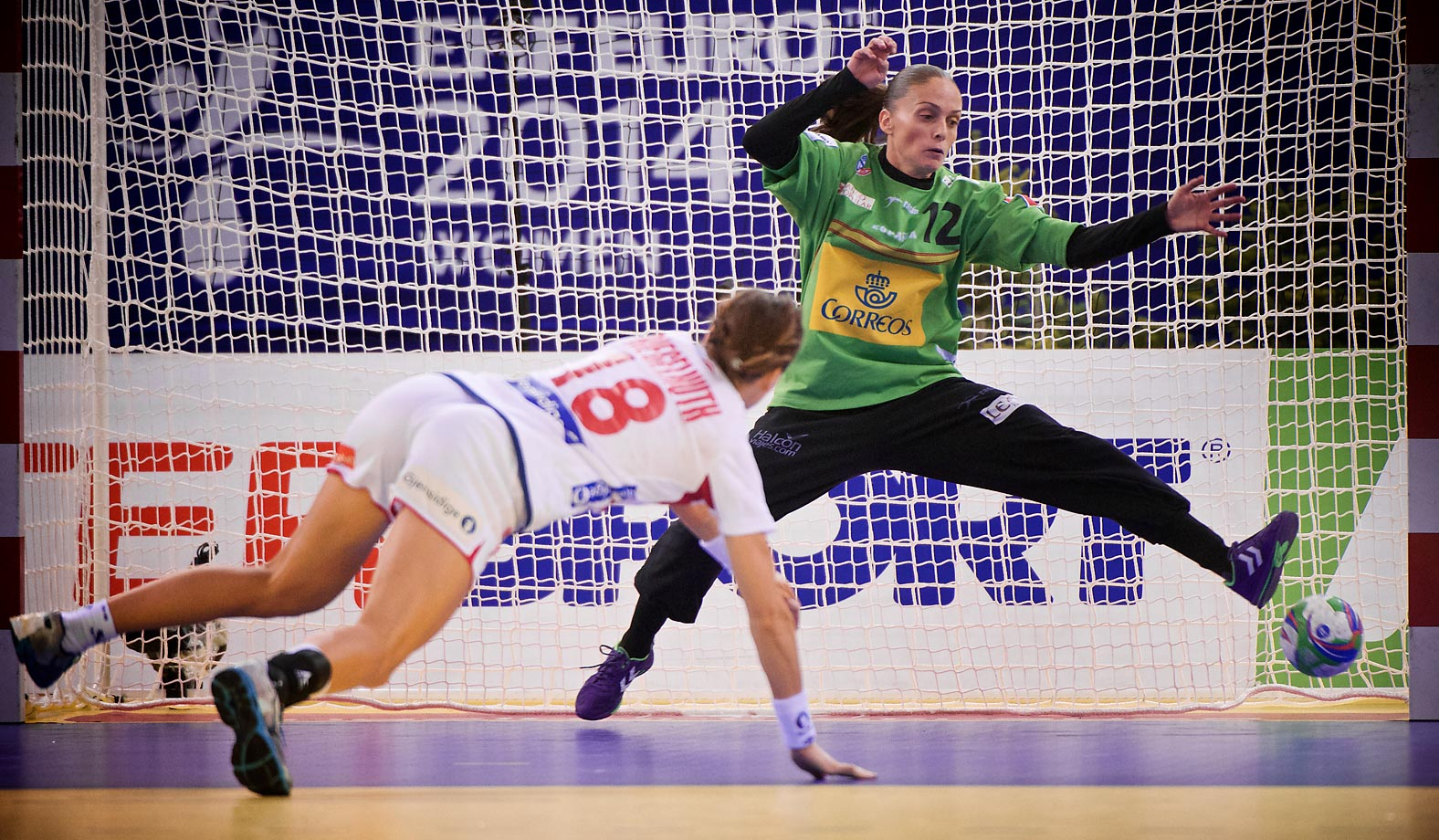 Norway's Linn-Kristin Riegelhuth Koren scores past Sweden goalkeeper Silvia Navarro during the championship game.