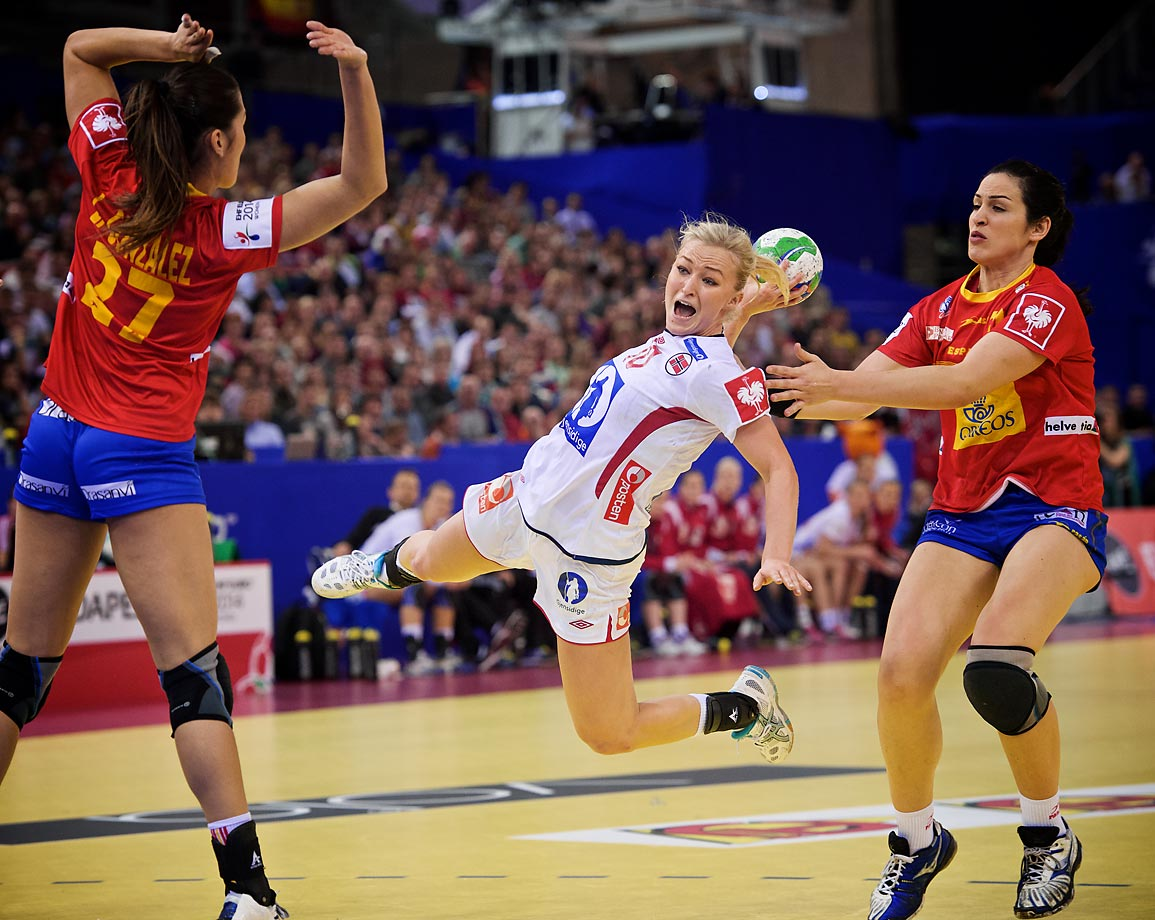 Norway's Stine Bredal Oftedal scores in the championship game against Spain.