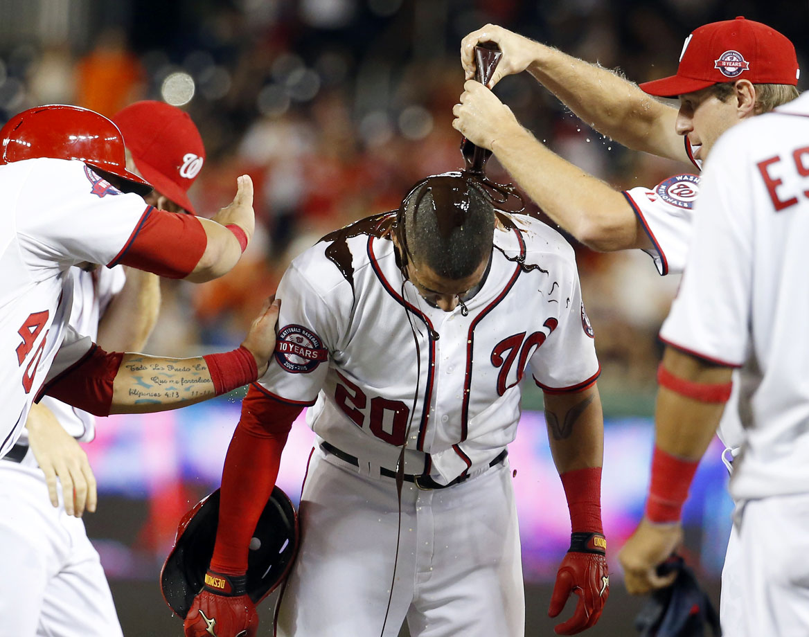 Desmond hit a sacrifice fly with the bases loaded in the bottom of the 11th inning to lift the Nationals to a 2-1 victory over the Atlanta Braves for their fifth straight victory on June 24, 2015.