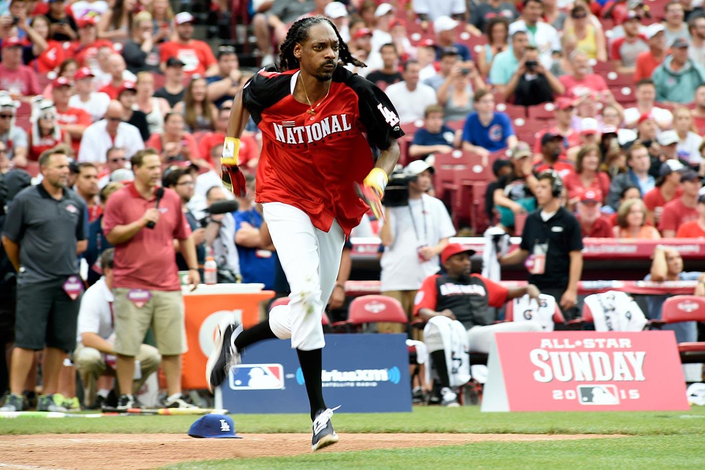 Snoop Dogg runs to first base duirng the MLB All-Star Legends And Celebrity Softball Game on July 12, 2015 at Great American Ball Park in Cincinnati.
