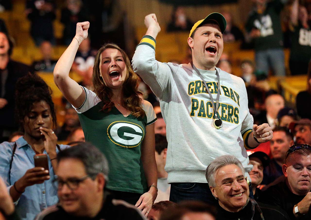 Green Bay Packers fans cheer during the first round of the draft.