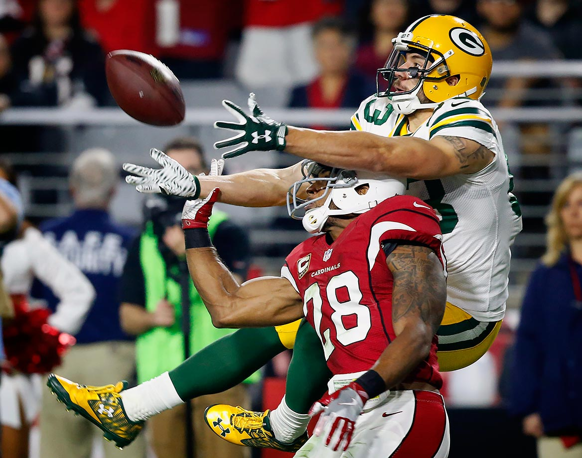 Arizona Cardinals cornerback Justin Bethel breaks up a pass intended for Green Bay Packers wide receiver Jeff Janis.
