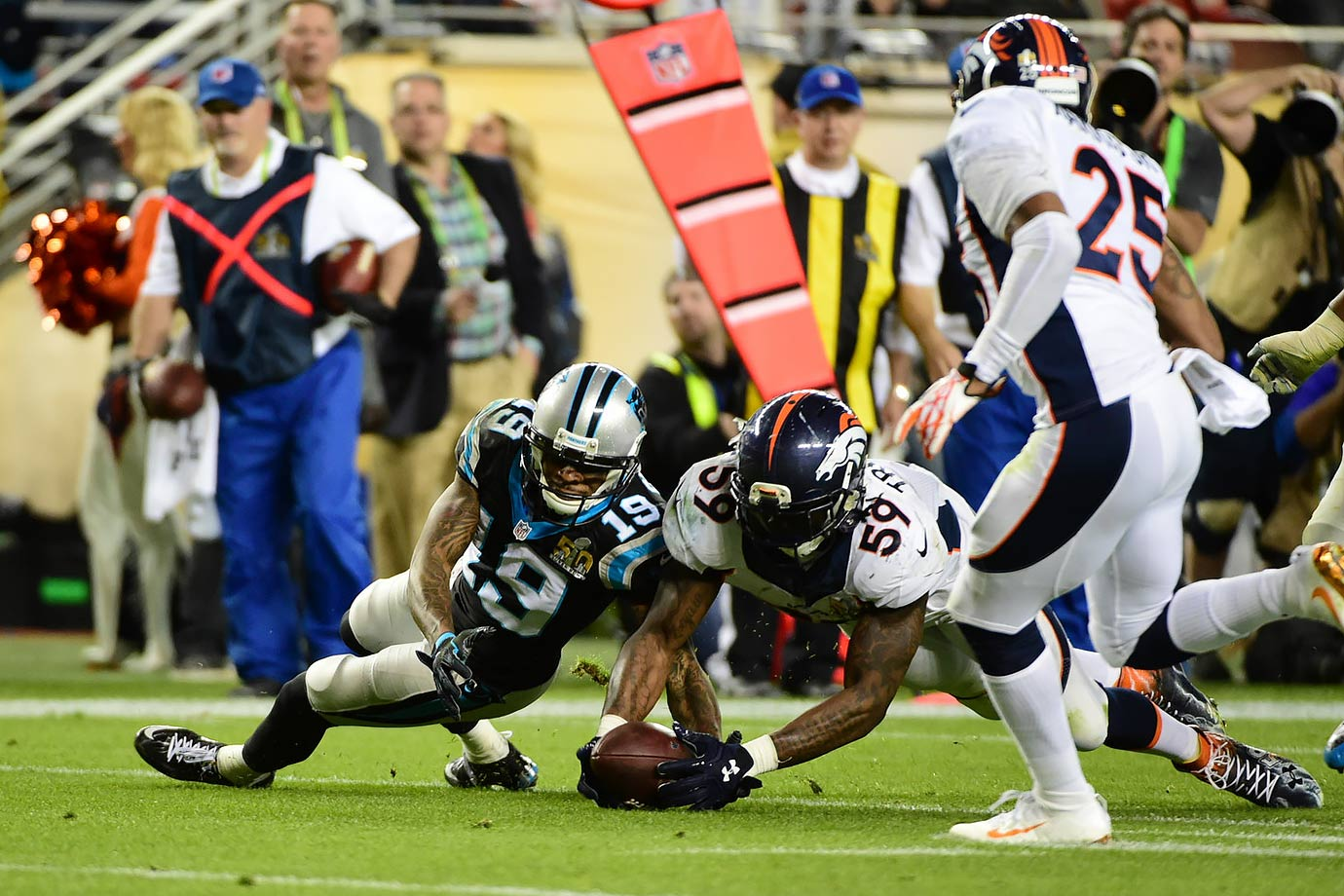 Danny Trevathan beats Ted Ginn Jr. to a loose ball fumbled after an interception by TJ Ward in the third quarter.